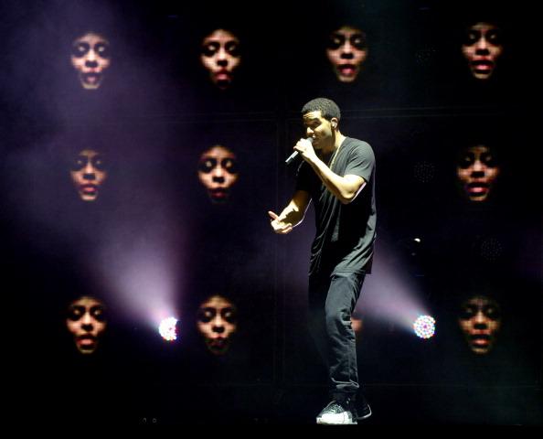 Drake - Entertainer「Drake, J. Cole, Waka Flocka Flame and Meek Mill Perform At The Verizon Wireless Amphitheatre」:写真・画像(18)[壁紙.com]