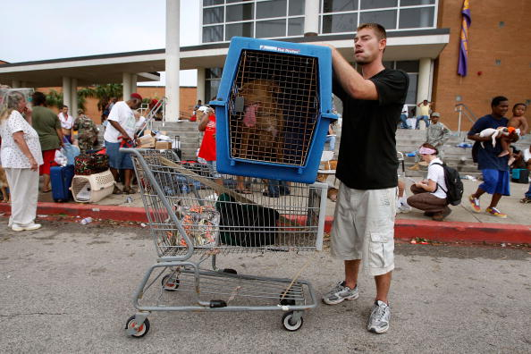 Hurricane Ike「Coastal Texas Faces Heavy Damage After Hurricane Ike」:写真・画像(2)[壁紙.com]
