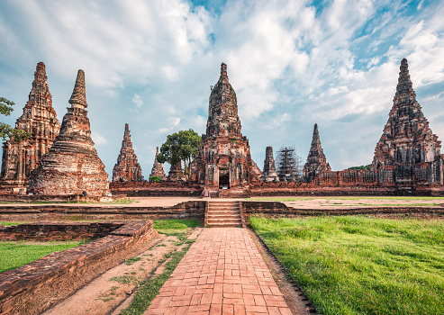 Praying「Wat Chaiwatthanaram」:スマホ壁紙(13)