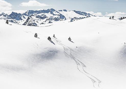 スキー「ピレネー山脈ヴァル ダラン カタロニア スペインのスキー トラック」:スマホ壁紙(19)