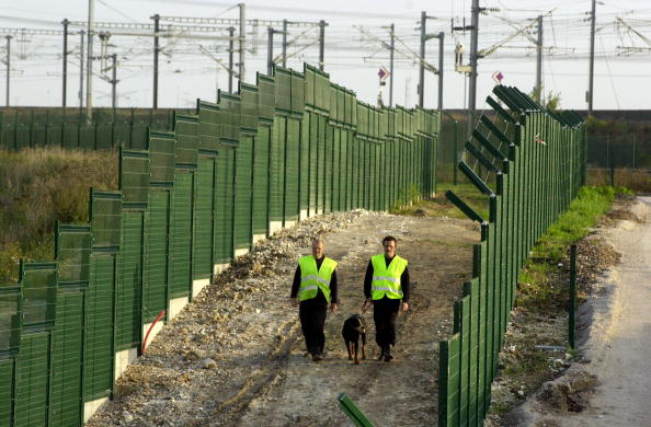 Calais「French Fence Out Migrants」:写真・画像(3)[壁紙.com]