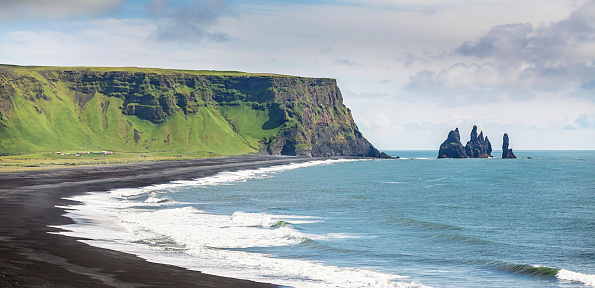 Basalt「Iceland Reynisdrangar Sea Stacks at Vik」:スマホ壁紙(14)