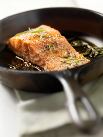 Skillet - Cooking Pan「Salmon Filet with Fresh Rosemary」:スマホ壁紙(7)