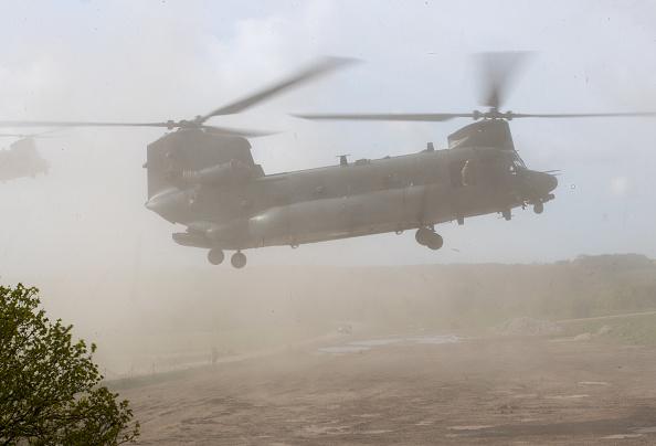 CH-47 Chinook「Defence Secretary Gavin Williamson ObservesThe NATO Joint Warrior Exercise」:写真・画像(6)[壁紙.com]
