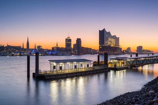 Tourist「Port of Hamburg in the morning Hamburg Skyline」:スマホ壁紙(12)