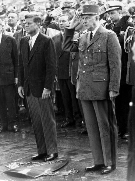 John F「French president Charles de Gaulle and John F. Kennedy on occasion of the first state visit of the US-president in France. Photograph. 1960.」:写真・画像(2)[壁紙.com]