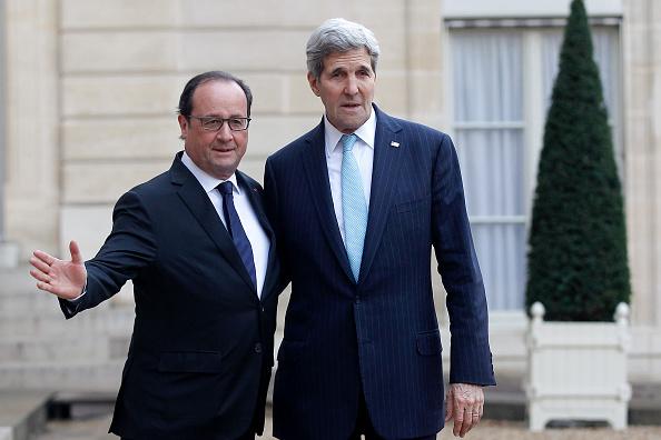 John Kerry「French President Francois Hollande Receives John Kerry, US Secretary Of State At Elysee Palace」:写真・画像(14)[壁紙.com]