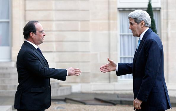 John Kerry「French President Francois Hollande Receives John Kerry, US Secretary Of State At Elysee Palace」:写真・画像(15)[壁紙.com]
