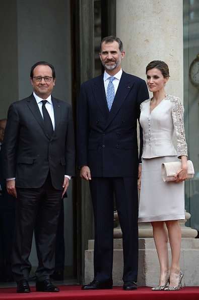 全身「King Felipe Of Spain and Queen Letizia Of Spain On Official Visit In France : Day 1」:写真・画像(6)[壁紙.com]