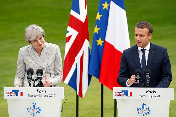 French Press「French President Emmanuel Macron Receives British Prime Minister Theresa May At Elysee Palace」:写真・画像(3)[壁紙.com]
