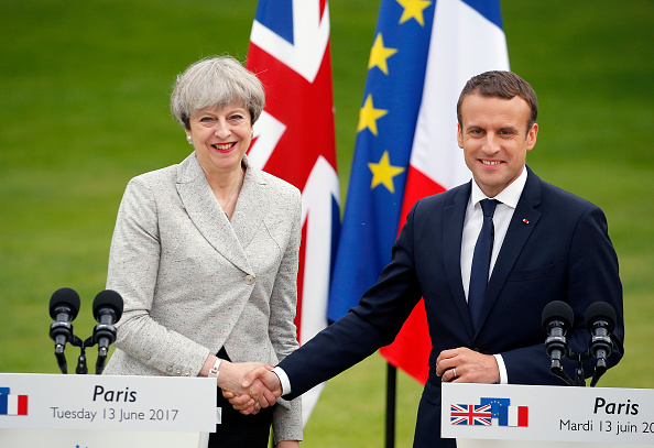 French Press「French President Emmanuel Macron Receives British Prime Minister Theresa May At Elysee Palace」:写真・画像(13)[壁紙.com]