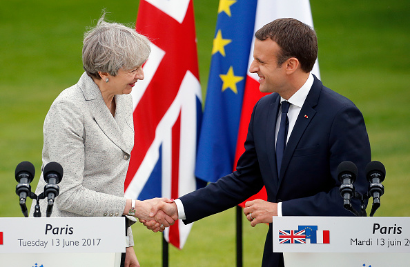 French Press「French President Emmanuel Macron Receives British Prime Minister Theresa May At Elysee Palace」:写真・画像(15)[壁紙.com]
