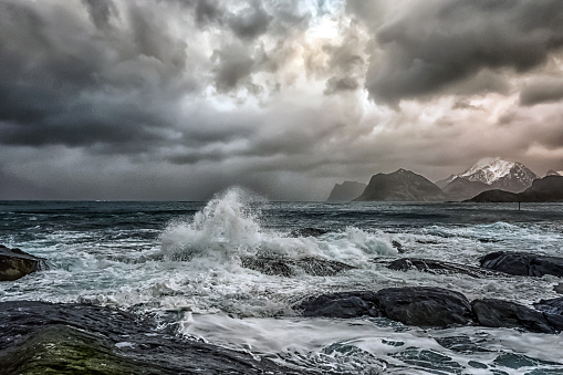 Splashing「Stormy sea and beach, Flakstad, Lofoten, Nordland, Norway」:スマホ壁紙(19)