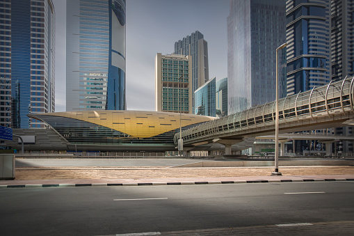 Passenger Train「United Arab Emirates, Dubai, Financial Centre Metro Station with high rises at the Sheikh Zayed Road」:スマホ壁紙(12)