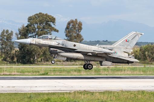 Built Structure「United Arab Emirates Air Force F-16E Desert Falcon.」:スマホ壁紙(2)