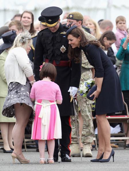 Alexander McQueen - Designer Label「The Duke And Duchess Of Cambridge Attend The Irish Guards Medal Parade」:写真・画像(9)[壁紙.com]
