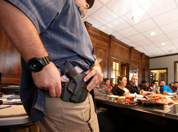 Carrying「Uptick In Interest In Concealed Carry Classes」:写真・画像(6)[壁紙.com]