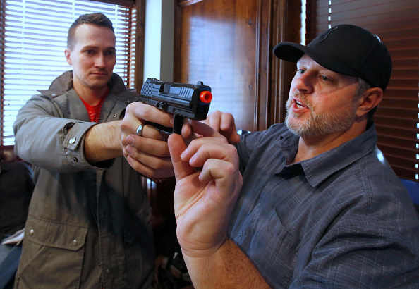 Carrying「Uptick In Interest In Concealed Carry Classes」:写真・画像(8)[壁紙.com]