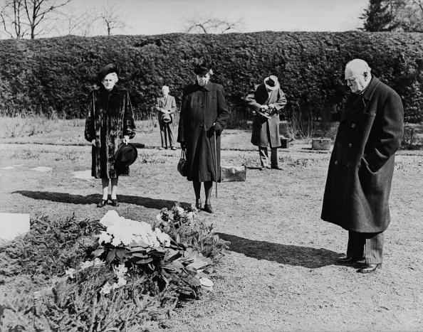 Grave「Churchill At Grave」:写真・画像(16)[壁紙.com]