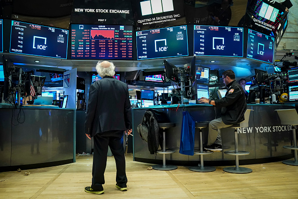 Drew Angerer「Dow Plunges Over 600 Points As Tech Sector Continues To Rattle Markets」:写真・画像(16)[壁紙.com]