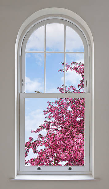 アーチ型の窓、桜:スマホ壁紙(壁紙.com)