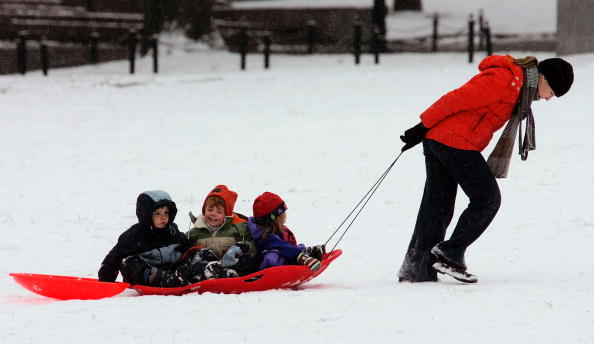 Sledding「First Significant Snowfall Hits Boston」:写真・画像(3)[壁紙.com]