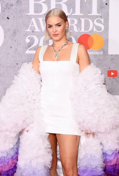 Strap「The BRIT Awards 2019 - Red Carpet Arrivals」:写真・画像(3)[壁紙.com]