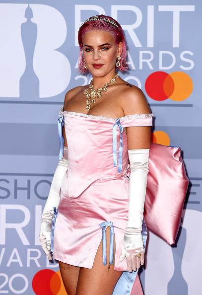 Evening Glove「The BRIT Awards 2020 - Red Carpet Arrivals」:写真・画像(19)[壁紙.com]