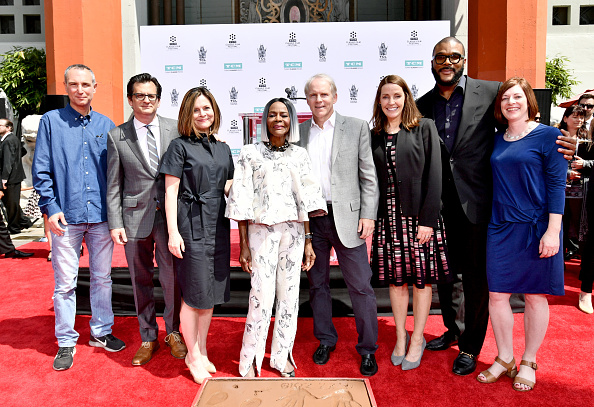Hand「2018 TCM Classic Film Festival - Hand and Footprint Ceremony: Cicely Tyson」:写真・画像(0)[壁紙.com]