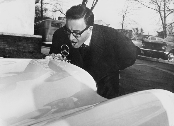 Peter Sellers - Actor「Sellers With New Car」:写真・画像(7)[壁紙.com]