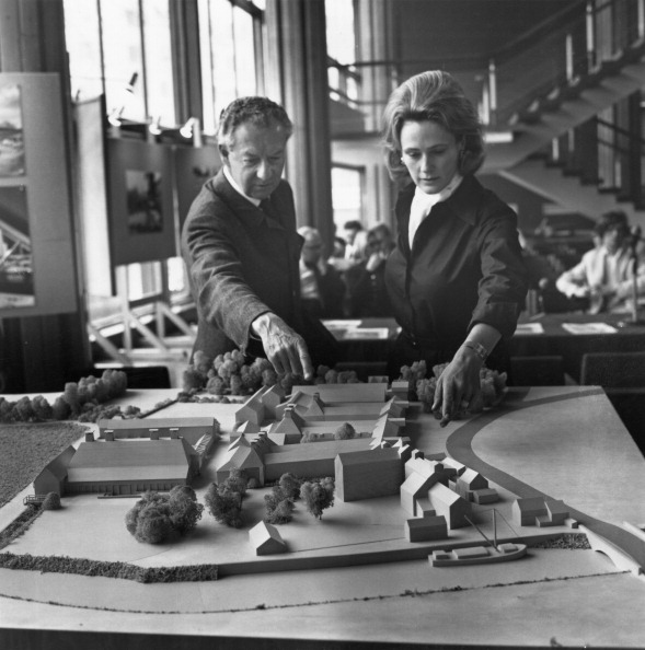 Classical Musician「Britten With Architect's Model」:写真・画像(15)[壁紙.com]