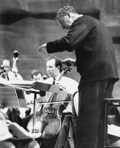 Classical Musician「Britten Rehearses Orchestra」:写真・画像(0)[壁紙.com]