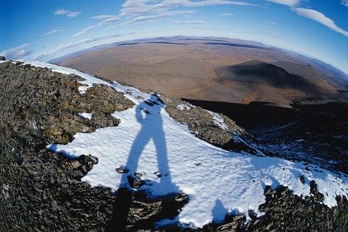 Arctic National Wildlife Refuge「USA, Alaska, Arctic Wildlife Refuge, Atigun Ridge, shadow of hiker」:スマホ壁紙(17)