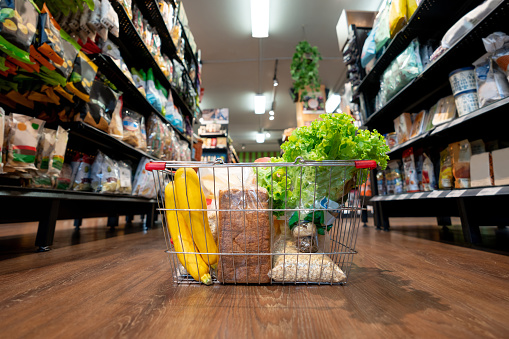 For Sale「Close up on products in basket at the supermarket」:スマホ壁紙(6)