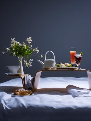 週末の予定「Breakfast in Bed」:スマホ壁紙(19)