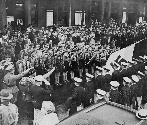 Hove「Nazi Reception」:写真・画像(3)[壁紙.com]