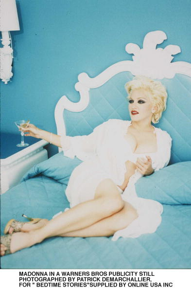 Picture Book「Bedtime Stories Publicity Stills From Warners Bros Of Madonna」:写真・画像(2)[壁紙.com]