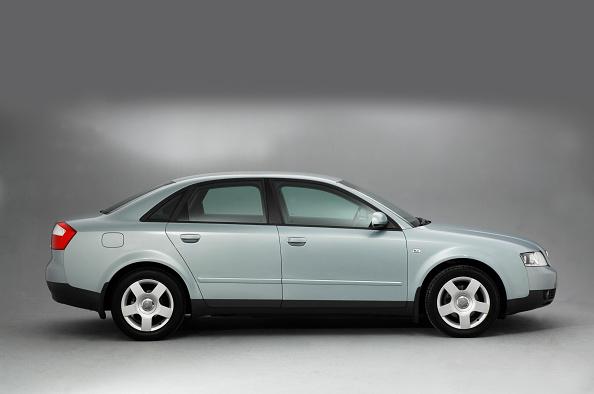 Side View「2001 Audi A4 2.0」:写真・画像(0)[壁紙.com]