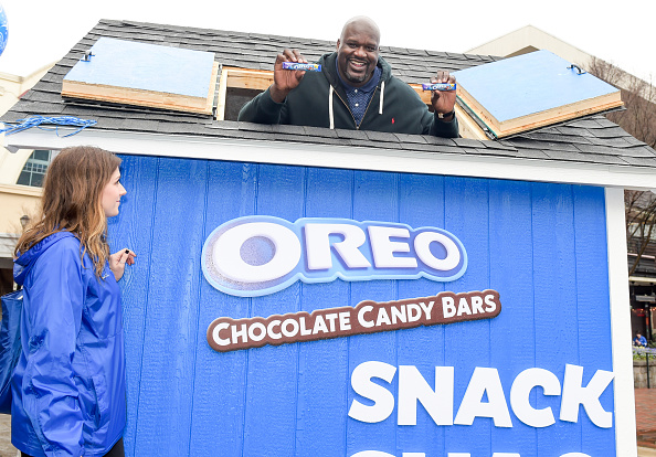 Sweet Food「OREO Chocolate Candy Bar And Shaquille O'Neal Cover The Country In OREO Chocolate Candy Bars To Celebrate Their Shared Birthday」:写真・画像(2)[壁紙.com]