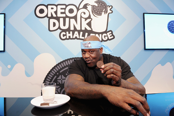 """Sweet Food「Shaquille O'Neal Introduces """"Hands-Free Oreo Cookie Dunking"""" To Launch The Oreo Dunk Challenge」:写真・画像(0)[壁紙.com]"""