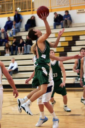 Taking a Shot - Sport「Basketball Player Jumps for Layup in the Lane」:スマホ壁紙(11)