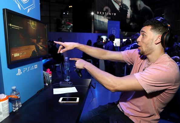 バスケットボール「Activision And Bungie Celebrate The Gameplay World Premiere Of 'Destiny 2'」:写真・画像(13)[壁紙.com]