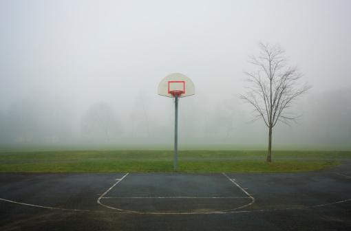 Single Tree「Basketball court on a foggy day」:スマホ壁紙(16)