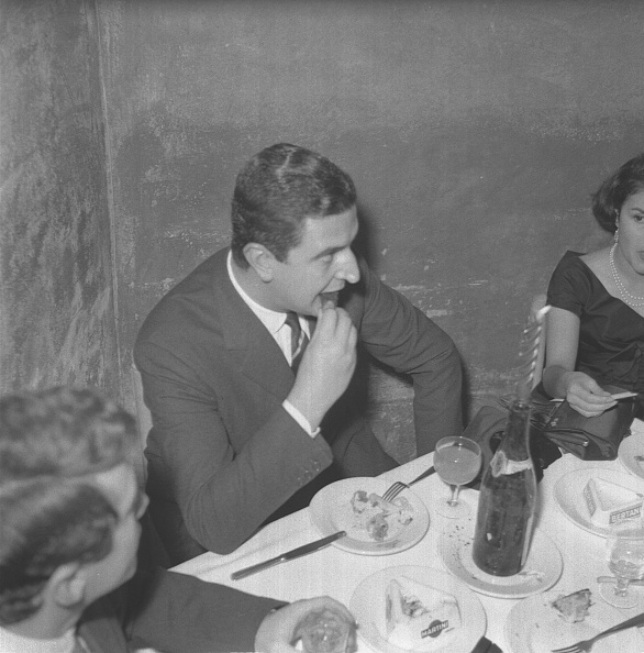 Party - Social Event「Journalist Francesco Ghedini at the restaurant 'Rugantino' during a dinner party, Rome 1958」:写真・画像(13)[壁紙.com]