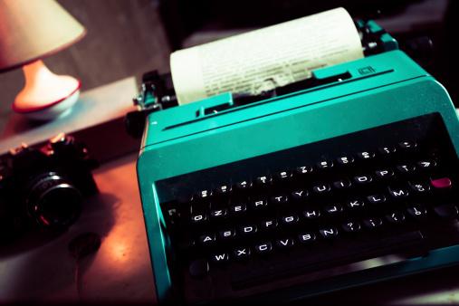 Mechanic「Journalist Vintage Office with Typewriter and Reflex Camera」:スマホ壁紙(6)