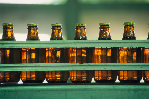 Factory「Row of Beer Bottles」:スマホ壁紙(9)