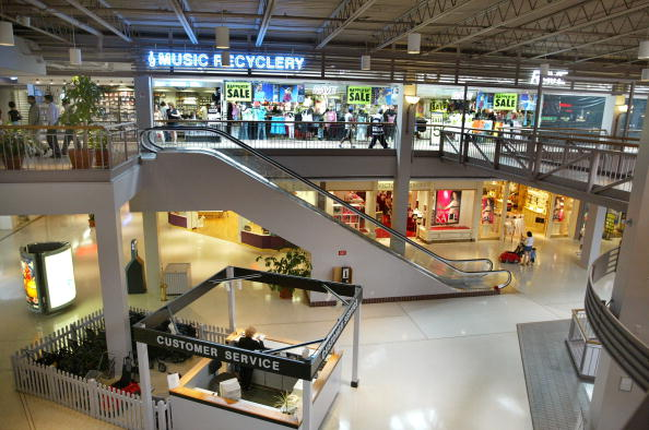 Shopping Mall「Few Shoppers Take To the Mall In Illinois」:写真・画像(5)[壁紙.com]