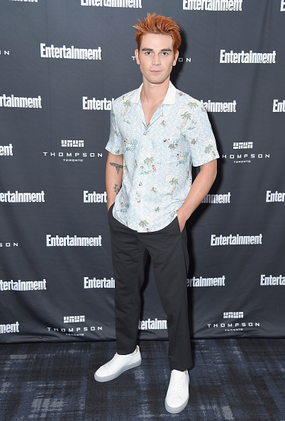 KJ Apa「Entertainment Weekly's Must List Party At The Toronto International Film Festival 2018 At The Thompson Hotel」:写真・画像(9)[壁紙.com]