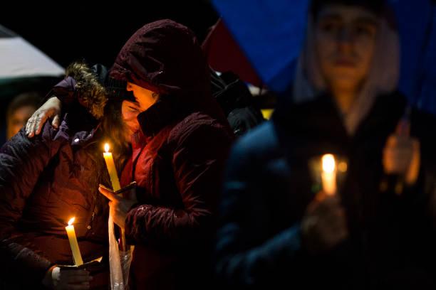 Drew Angerer「Sandy Hook Residents Hold Vigil In Support Of Parkland, FL After School Shooting」:写真・画像(12)[壁紙.com]