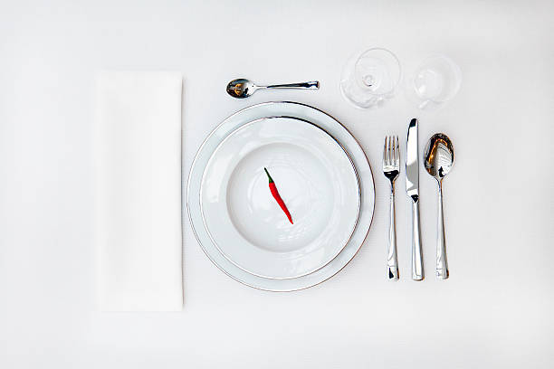 table cover with a red pepper on the upper plate:スマホ壁紙(壁紙.com)